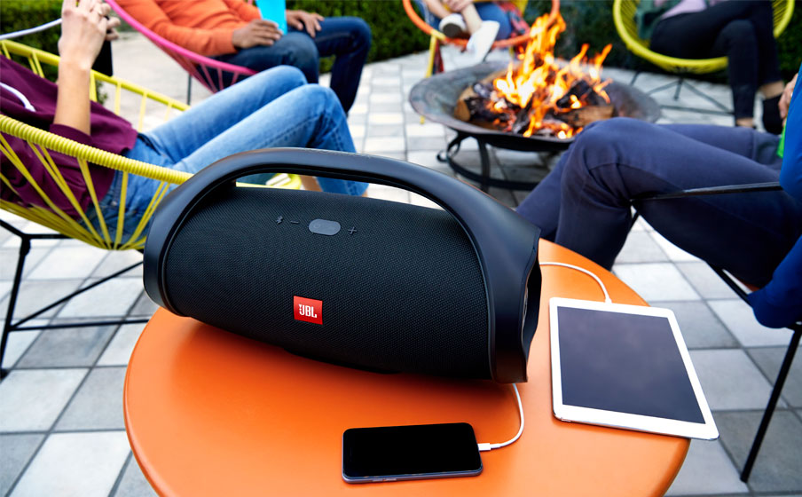 JBL Boombox Rechargeable Feature02.jpg